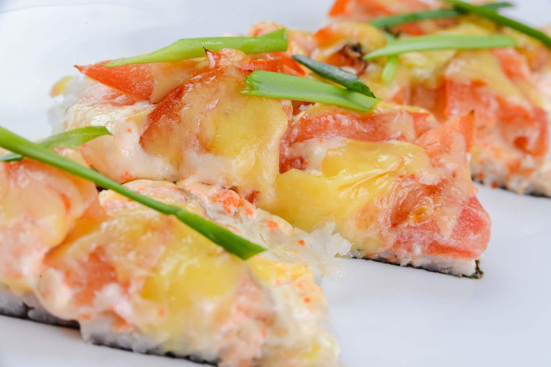 Суши-пицца с семгой