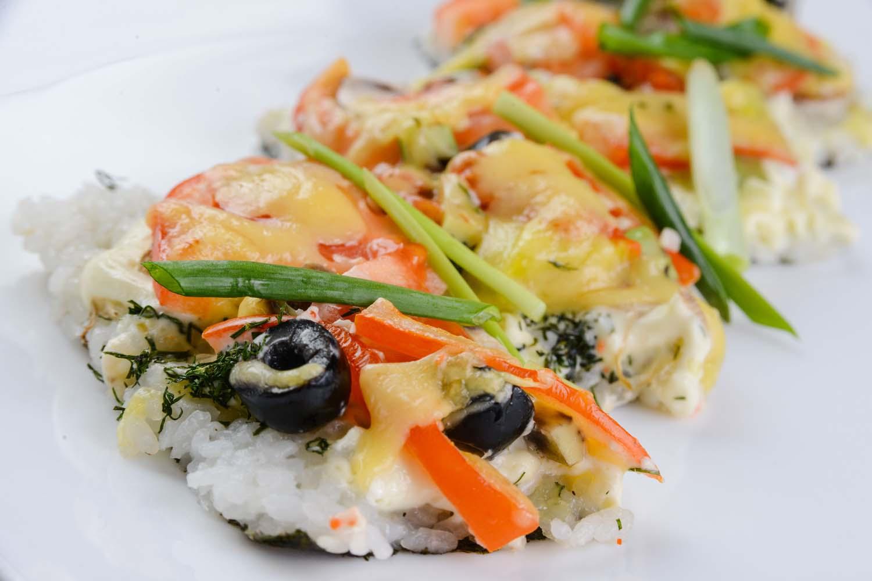 Суши-пицца с овощами
